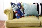 poduszki na sofie