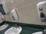 dozownik do mydła w toalecie publicznej